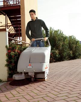 手推式洗地车推起来轻松吗?